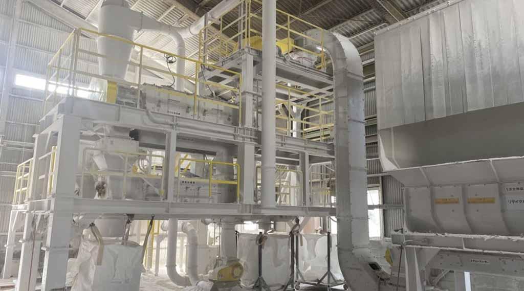 廃石膏ボードリサイクル設備は、和歌山県の西浜工場でおこなっております。産廃の持込、収集は㈱ワークへご相談ください。